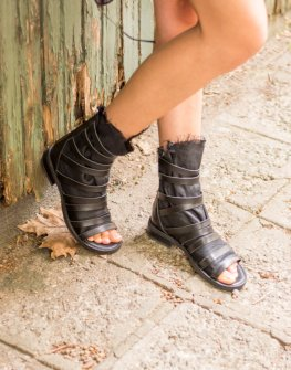 Дизайнерски ефектни сандали La Speciale