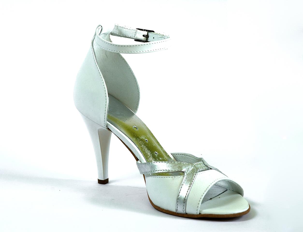 Интересни дамски сандали в бяло - Balis