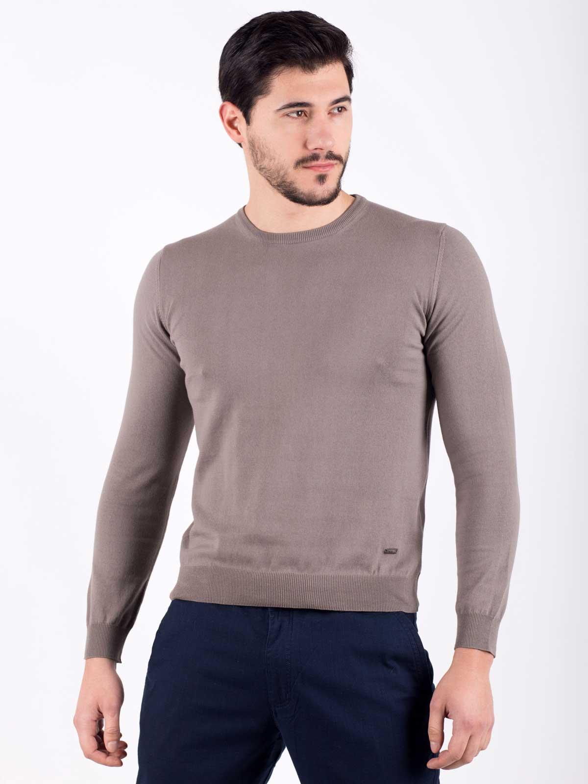 Мъжки пуловер в кафяво