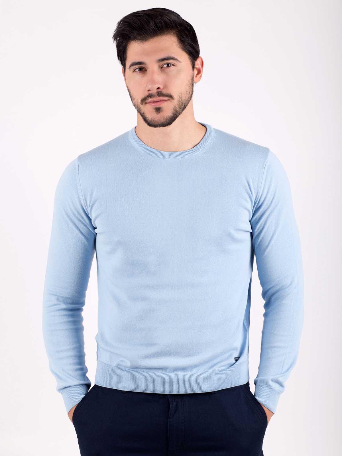Мъжки пуловер в светло синьо