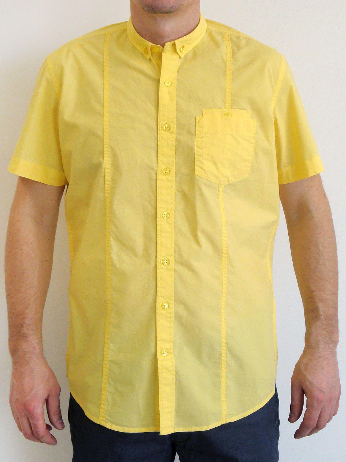 Жълта риза с къс ръкав и малка яка