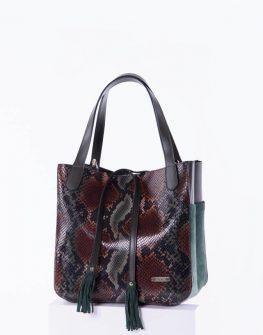Предлагаме ви спортно - елегантна дамска чанта в змийски десен. Моделът е изработен от висококачествена естествена кожа.