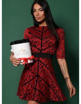 Червена рокля с кадифени ленти
