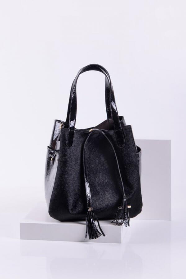 Спортно-елегантна дамска чанта в черен цвят