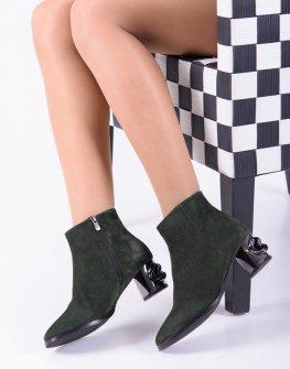 Велурени дамски боти в зелен цвят